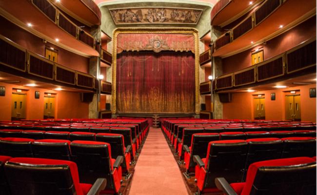 A la venda, els nous abonaments del Teatre Principal d'Olot.