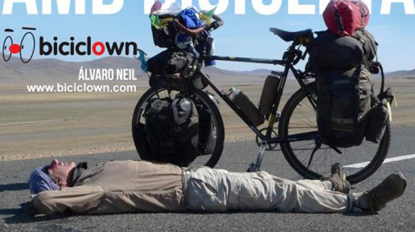 El biciclown a Olot. La volta al món amb bicicleta