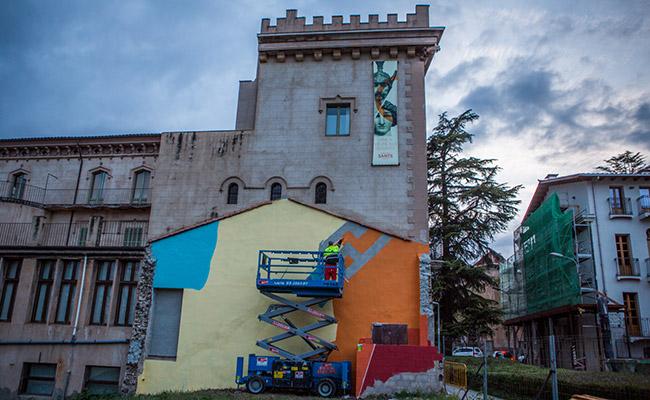 Preparació del mural de B-Toy. Foto: Marc Planagumà.
