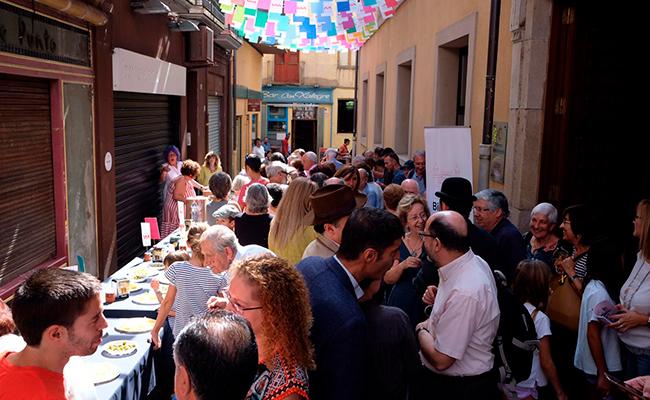Vermut popular, al carrer Pati. Foto: Martí Albesa