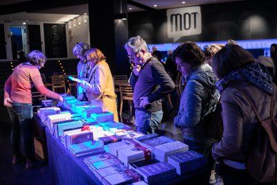 Ambient a la llibreria del MOT. Foto: Martí Albesa.