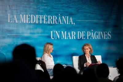 """""""Nosaltres, els mites"""", amb Andrea Marcolongo i la consellera Mariàngela Vilallonga. Foto: Martí Albesa."""