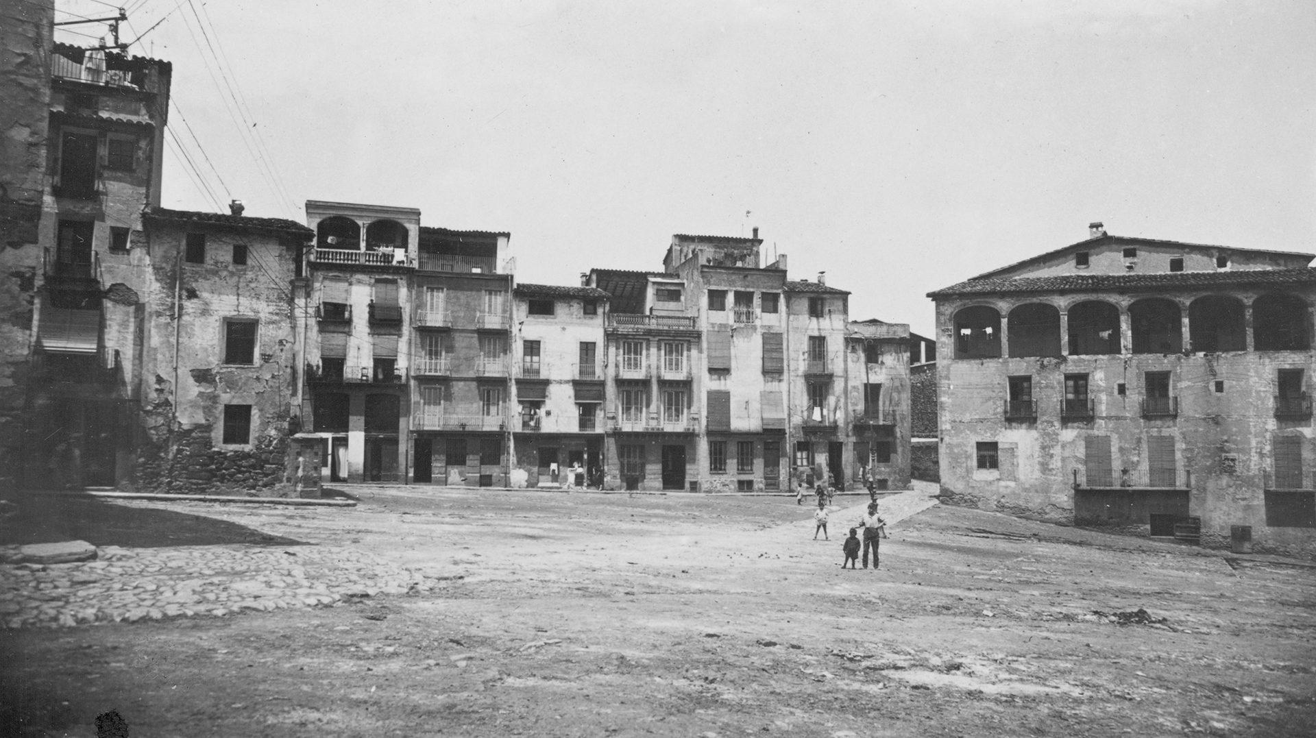 L'enllaç de carreteres d'Olot. Dos reportatges fotogràfics 1926 / 2019