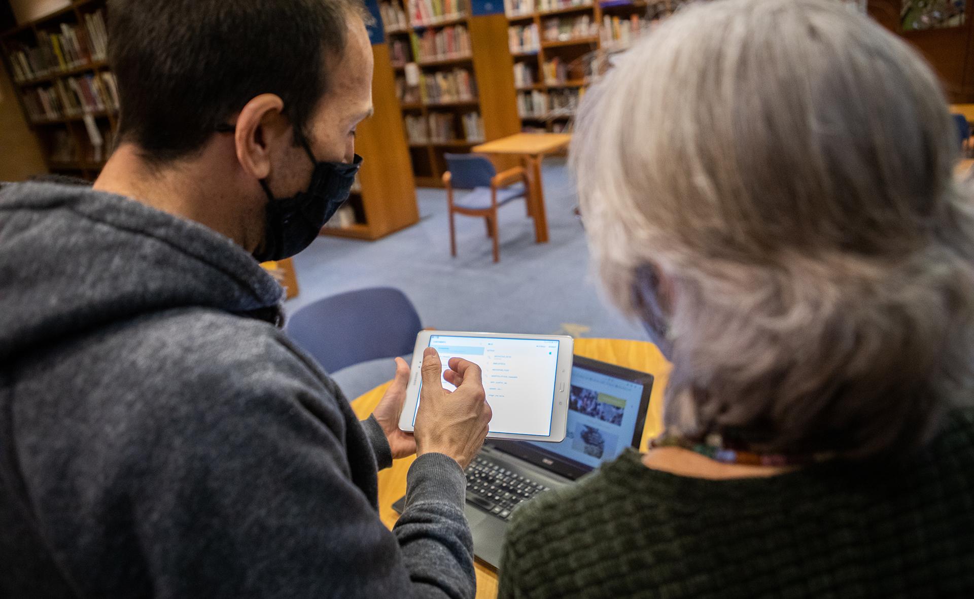 La Biblioteca Marià Vayreda incorpora un servei de formació TIC