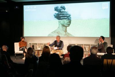 Conversa entre Lana Bastasic, Màrius Serra i Mariano Peyrou, al MOT. Foto: Martí Albesa