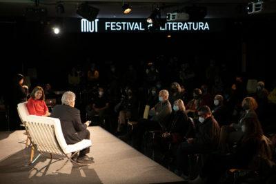Conversa entre Bernardo Atxaga i Anna Guitart al Festival MOT. Foto: Martí Albesa